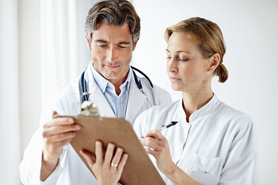 Medical staff working on filling a notepad together