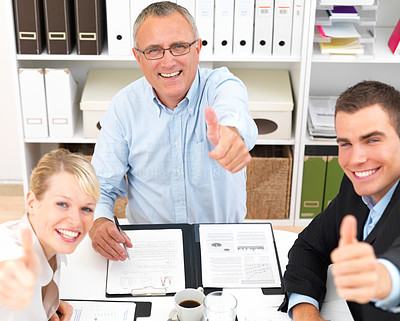 Business meetings - People giving you thumbs up