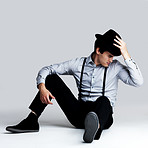 Handsome young guy posing with hat - Copyspace